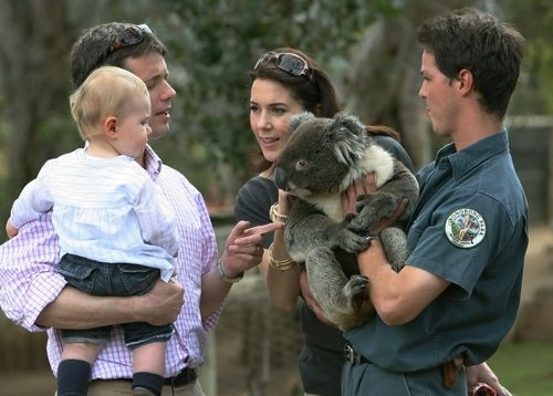 crown-prince-couple-with-their-son-at-tasmanian-zoo.JPG
